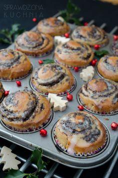 bulki makowe Polish Desserts, Cookie Desserts, Holiday Desserts, Vegan Desserts, Dessert Recipes, Incredible Recipes, Sweets Cake, Vegan Kitchen, Breakfast Menu