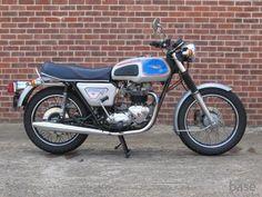 "Triumph Bonneville T140V ""SIlver Jubilee"""