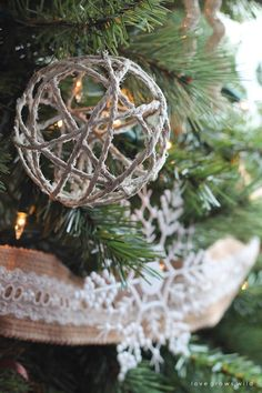 These handmade Twine Ball Ornaments are perfect for adding a little rustic charm to your tree! DIY tutorial from @lovegrowswildlf