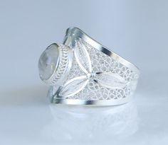Moon stone on filigree silver 980