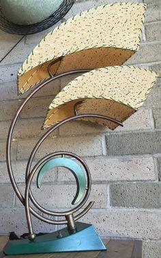 1950s MAJESTIC TABLE LAMP FIBERGLASS SHADES