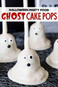 The easiest, cutest Halloween Cake Pops ever! Three spooky and fun decorating ideas, plus all the tips and tricks you need for foolproof cake pops! The best Halloween party food ever! Kid-friendly and perfect for a class party! Halloween Cake Pops, Spooky Halloween Cakes, Halloween Desserts, Halloween Food For Party, Halloween Birthday, Halloween Kids, Halloween Kitchen, Spooky Treats, Halloween Recipe