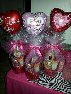 35 Ideas for Valentine Gift Baskets Ideas Valentine Bouquet, Valentine Wreath, Valentine Decorations, Valentine Crafts, Valentine Day Gifts, Holiday Gifts, Kids Valentines, Avon Gift Baskets, Valentine's Day Gift Baskets