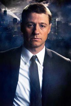FIRST LOOK: Ben McKenzie as Detective James Gordon   DC Comics