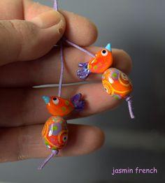 tiny pair of lampwork bird beads by jasmin french Beads Of Courage, Beaded Animals, Glass Birds, Handmade Beads, Beads And Wire, Beading Tutorials, How To Make Beads, Bead Art, Lampwork Beads