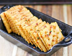 These spicy and crispy crackers are light and flaky with a little kick to them. , These spicy and crispy crackers are light and flaky with a little kick to them. they are so addicting and they will keep you coming back for more! Spicey Crackers, Seasoned Saltine Crackers, Saltine Cracker Recipes, Crack Crackers, Soda Crackers, Crispy Crackers Recipe, Oyster Crackers, Homemade Crackers, Cold Appetizers