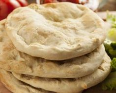 How to make fresh and delicious homemade pita bread Greek Recipes, Light Recipes, Mexican Food Recipes, Ethnic Recipes, Indian Recipes, Naan, Homemade Pita Bread, Taco Ingredients, Cooking Recipes