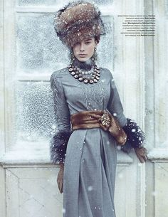 amazing details. Fur scarf as belt w/brooch - gray + brown - love