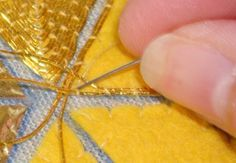Technique - Couching each thread separately, to turn a corner