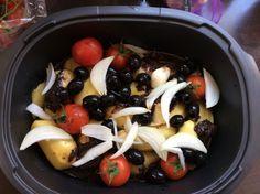 Blanc de poulet reste ultra moelleux et la moutarde relève un petit peu, mais très léger. Poulet à la niçoise 4 filets de poulet 400 grs de pommes de terres 1 oignons 100 ml de tomates cerises 200 gr d'olives noires + tapenade noire à discrétion 60 ml...