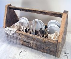 barn wood silverware caddy - now that I've made one of these I can't wait to add a few more around the house for storage!