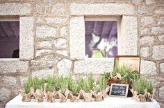 Boda en el campo, Boda rústica, Mira Fotografía, Rustic wedding, Boda al aire libre, Wedding favors, Just Married, regalos de boda, romero http://porelbulevardelossuenosrotos.blogspot.com.es/