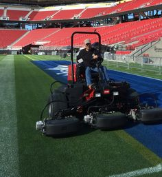 Perfect place, perfect ride. Sitting atop the Reelmaster 5010-H Hybrid at Levi's Stadium