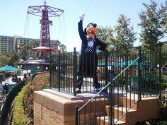 Disney Mommies:  Gawrsh!  Goofy at #Disney's #California #Adventure