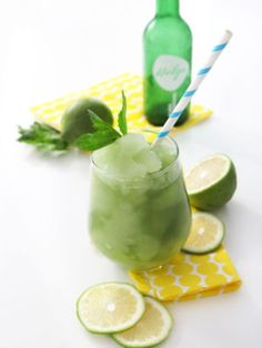 The perfect way to cool down on a hot summer day: Chlorella Slushie, made with HELGA. low-calorie, vegan and low in sugar! Slushies, Superfood, Lime, Sugar, Fruit, Hot, Ethnic Recipes, Recipies, Limes