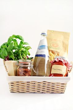 This Italian-inspired gourmet pasta dinner gift basket includes everything the recipient needs to enjoy a special pasta dinner. It's the perfect gift for someone who doesn't often take the time they need to treat themselves. Kitchen Gift Baskets, Diy Gift Baskets, Raffle Baskets, Basket Gift, Gourmet Baskets, Goodie Basket, Christmas Gift Guide, Christmas Presents, Food Gifts