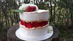 Find opskriften på denne skønne Fault Line kage med jordbær på Bagetid.dk. Vi har masser af opskrifter og mere end 3000 bageartikler til at forskønne dine kager og dit bagværk. Bagetid er kvalitetstid. Linnet, Vanilla Cake, Cakes, Nice, Desserts, Blogging, Tailgate Desserts, Scan Bran Cake, Kuchen