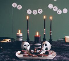 If you're hosting a Halloween dinner party, impress guests by taking a cue from these expertly crafted tables.