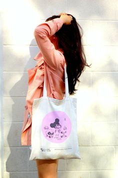 La Vagabond Dame with our tote bag #blogger #fashion #style #clothes