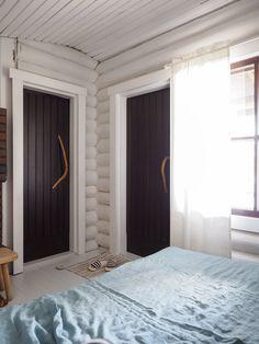 Cottage Interiors, Oversized Mirror, Villa, Cabin, Curtains, Building, House, Furniture, Reno Ideas
