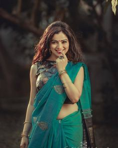 Exclusive stunning photos of beautiful Indian models and actresses in saree. Beautiful Girl Indian, Beautiful Saree, Beautiful Indian Actress, Beautiful Ladies, Indian Photoshoot, Saree Photoshoot, Saree Poses, South Indian Sarees, Bollywood Actress Hot Photos