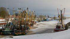 Der Kutterhafen von Greetsiel im Winter.