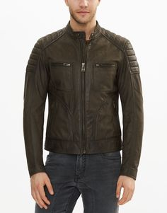 This spring oiled green suede jacket features exposed zips, as well as shoulder and elbow quilting. Shop the Weybridge 2017 suede jacket from Belstaff US. Leather Jacket Outfits, Leather Jackets, Leather Men, Green Suede Jacket, Belstaff Jackets, Motorcycle Style, Character Inspiration, Biker, Men's Fashion