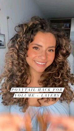 Curly Hair Tips, Big Curly Hair, Curly Hair Routine, Natural Hair Styles, Curly Hair Braid Styles, Curly Balayage Hair, Long Hair Styles, Mixed Curly Hair, Highlights Curly Hair