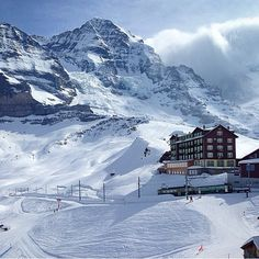 So fantastic photography of winter beauty of Switzerland Swiss Ski, Swiss Alps, Places To Travel, Places To See, Photos Voyages, Countries Of The World, Vacation Destinations, Jungfraujoch, The Great Outdoors