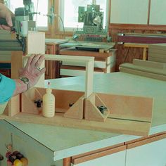 Drawer-Box Helper Woodworking Plan, Workshop & Jigs Jigs & Fixtures Workshop & Jigs $2 Shop Plans