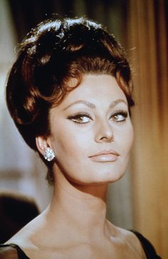 26 Pictures of Sophia Loren That Will Have You Moving to Italy and Starting a New Life Golden Age Of Hollywood, Classic Hollywood, Classic Actresses, Beautiful Actresses, Sophia Loren Makeup, Sophia Loren Images, Eyebrow Brush, Italian Actress, Italian Beauty