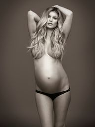 maternity picture ideas - B.E.A.U.T.I.F.U.L. i think maternity are always best nude, natural beauty.