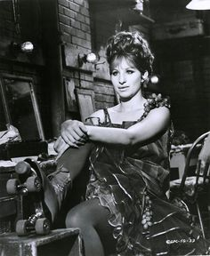Barbra Streisand as Funny Brice Golden Age Of Hollywood, Classic Hollywood, Movie Stars, Movie Tv, 24 Avril, Cinema, Barbra Streisand, A Star Is Born, Hello Gorgeous
