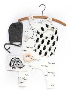 The Hemming Birds Charlie snap bib: mom-designed and thoughtfully handcrafted in Charleston, SC. Absorbent, machine-washable, soft, and adorable!