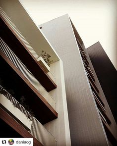 Azul - pronto para morar - Vila Madalena Projeto de Isay Weinfeld Unidade 51 - 170 m2 - 2 suites - 3  vagas Rua Simpatia 272 Agende uma visita no 5189-1818