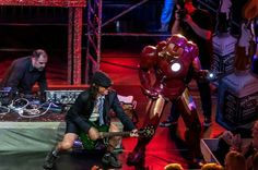 Iron Man y doble de Angus Jones (AC/DC)