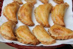 Freshly baked homemade empanadas Empanadas Recipe Dough, Dough Recipe, Empanada Dough, Mexican Dishes, Mexican Food Recipes, Latin Food, Food To Make, Food Processor Recipes, Easy Meals