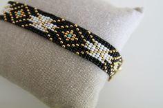 Bracelet Manchette en perles - Noir, Blanc, Turquoise et Plaqué Or : Bracelet par les-belles-du-sud-bijoux