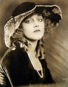 Mildred Davis, 1921. Actress who appeared in many Harold Lloyd comedies and married Harold.