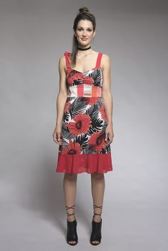 Floral dress with straps - Summer dress - Dress with flowers - Red dress - Made in Quebec - Dress with patchwork Myco Anna, Bra Straps, Flower Dresses, Stretch Fabric, Dress Making, Feminine, Spring Summer, Summer Dresses, Art Market