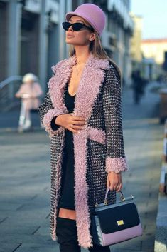 Plaid Coat Design With Pink Accents We've prepared the best,. Stylish Winter Coats, Best Winter Coats, Winter Coats Women, Coats For Women, Casual Chic Outfits, Classy Casual, Trendy Hoodies, Plaid Coat, High Fashion