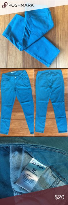 """Teal Skinny Rockstar Jeans Skinny Jeans with a little stretch. No rips or stains. 14 1/2"""" waist flat across. 29"""" inseam. EUC No rips or stains.  ✳️Ask about custom bundles for better discount. Offers welcome✳️ Old Navy Jeans Skinny"""