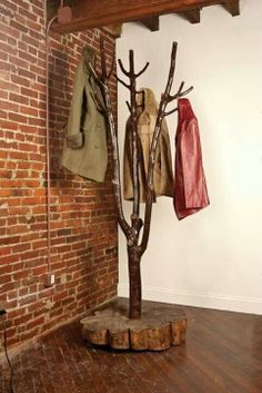 30 DIY Tree Coat Racks Personalizing Entryway Ideas with Inspiring Designs – Lushome Tree Coat Rack, Coat Tree, Coat Racks, Coat Hanger, Diy Coat Rack, Branch Decor, Coat Stands, Log Furniture, Tree Branches