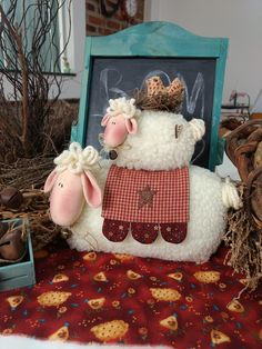 Sheep Crafts, Felt Crafts, Fabric Crafts, Primitive Embroidery, Sheep Art, Sheep And Lamb, Christmas Crafts, Christmas Ornaments, Lovely Creatures