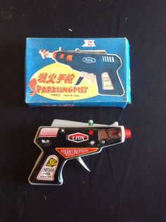 VINTAGE 1970'S TIN FRICTION SPACE SPARKING PISTOL MF 888 IN BOX LITHO CHINA RARE