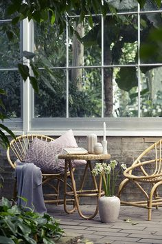 Neutral tones - The Nordic way of life - Garden - Nature - Pieces of pottery - Rattan - Wicker chairs