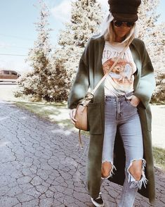Untitled November 27 2019 at fashion-inspo Mode Outfits, Casual Outfits, Fashion Outfits, Band Tee Outfits, Fashion Ideas, Outfit Jeans, Casual Attire, Fashion Tips For Women, Fashion Clothes
