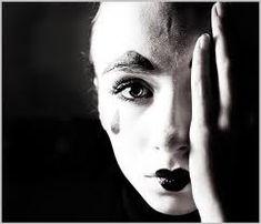 L'esperienza del dolore di Sabrina Costantini | Rolandociofis' Blog Septum Ring, Blog, Portraits, Psicologia, Photos, Portrait Paintings, Headshot Photography, Head Shots