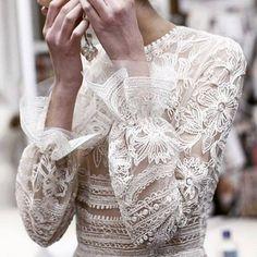 Style Inspiration | Naeem Khan Spring 2017 >>http://bit.ly/2bdyjBo