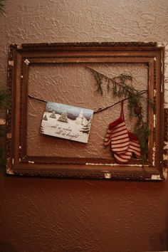 What a fantastic idea!  ....fill an old frame for whatever holiday, season, event, memory.... and it's sooo do-able!